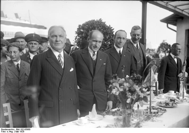 Eielson (2nd from left at table) and Wilkins (3rd from left) after their Arctic flight