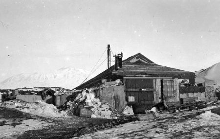 Winter hut, Cape Royds (Alexander Turnbull Library, NZ)